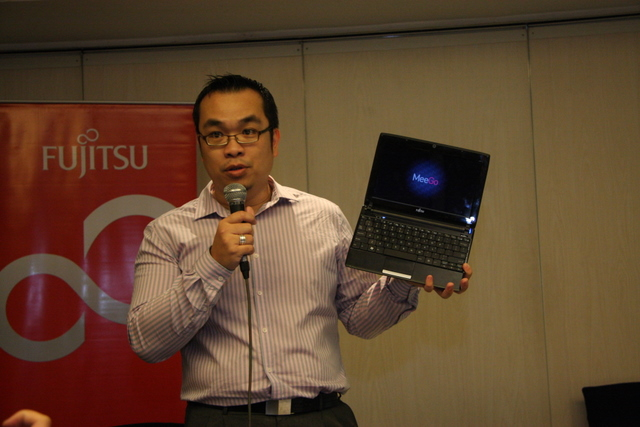 Fujitsu brings MeeGo to their netbooks