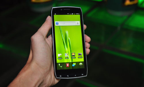 Acer Iconia Smart S300 will make your hand look smaller