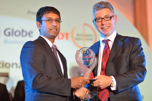 Sreejit Chandran, Country Manager, Philippines, Cognizant, (left) receiving the Philippines' International ICT Award for Best New BPO Locator of the Year  from Piers Brunner, CEO Asia, Colliers International.