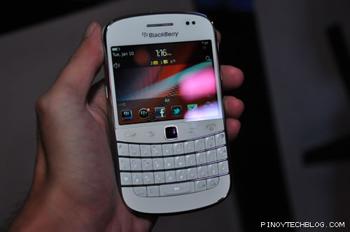 BlackBerry Bold 9900 white version
