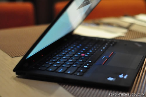 Lenovo ThinkPad X1 Carbon, world's lightest business Ultrabook