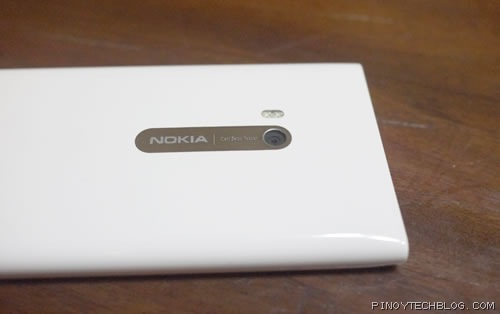 Nokia Lumia 900 back