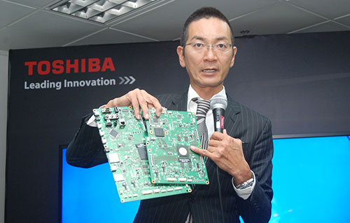 Toshiba's TV Brand Manager Yuji Motomura shows us the Cevo 4K processor used on their new 4K TVs