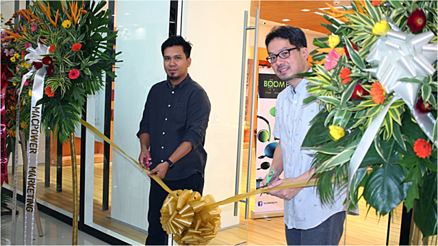 (From Left to Right- Jeffrey Beltran, Switch Operations Manager and Ben Loo, Switch President.)