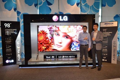 lg 98 inch tv price. the lg hd ultra tv comes future ready with a built-in hevc / 4k 60p decoder and hdmi 2.0 supporting video 60 frames per second. 98-inch lg 98 inch tv price