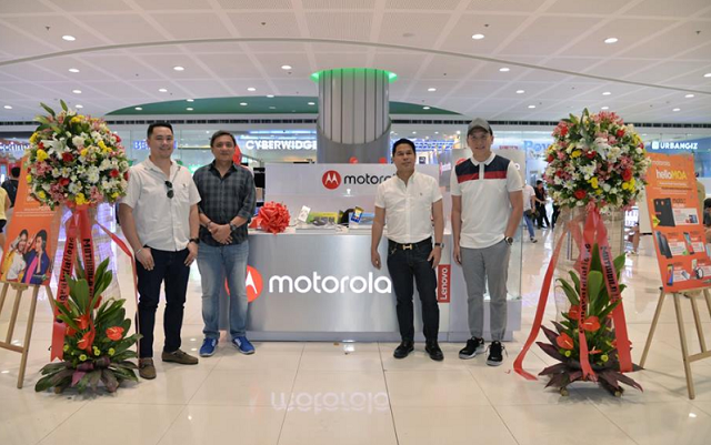New Motorola kiosk in SM MOA